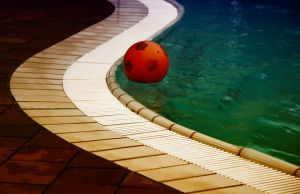 1111720_pool_with_ball.jpg