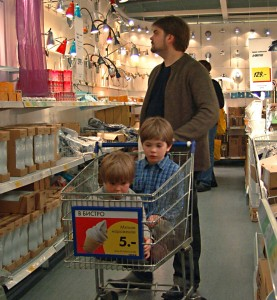 Shopping cart injuries are on the rise, sending more than 24,000 children under the age of 15 to hospital emergency rooms every year.